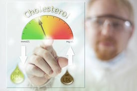 doctor uses lipid panel to evaluate cholesterol management